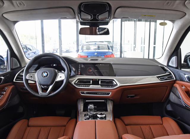 好车在线提供厦门汽车报价,宝马 X7 21款 xDrive40i 行政型M运动套装报价,多少钱